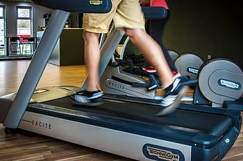 500 pound man on treadmill